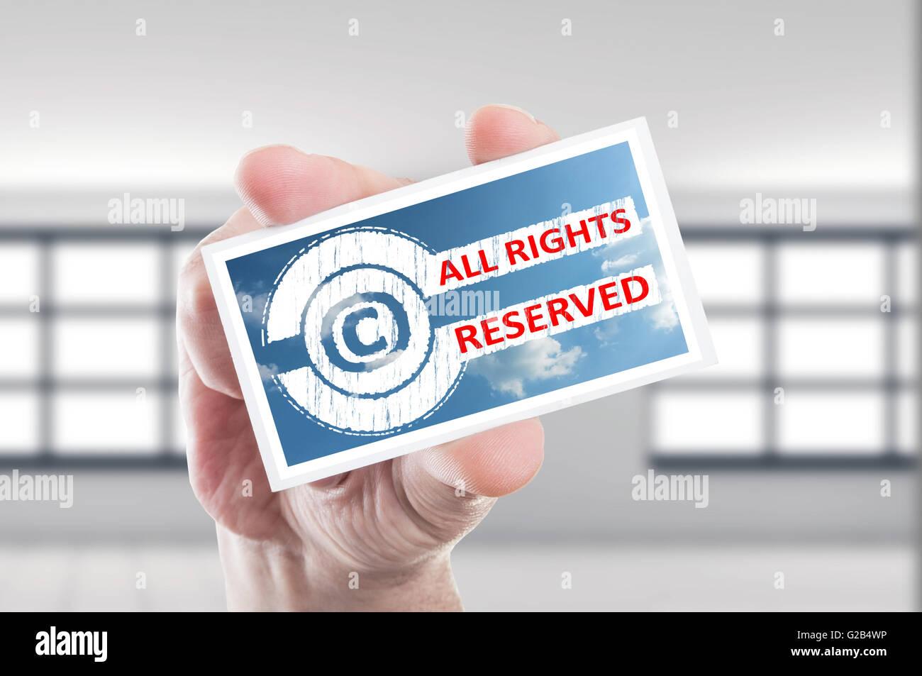 Main tenant copyright Tous droits réservés carte concept Banque D'Images