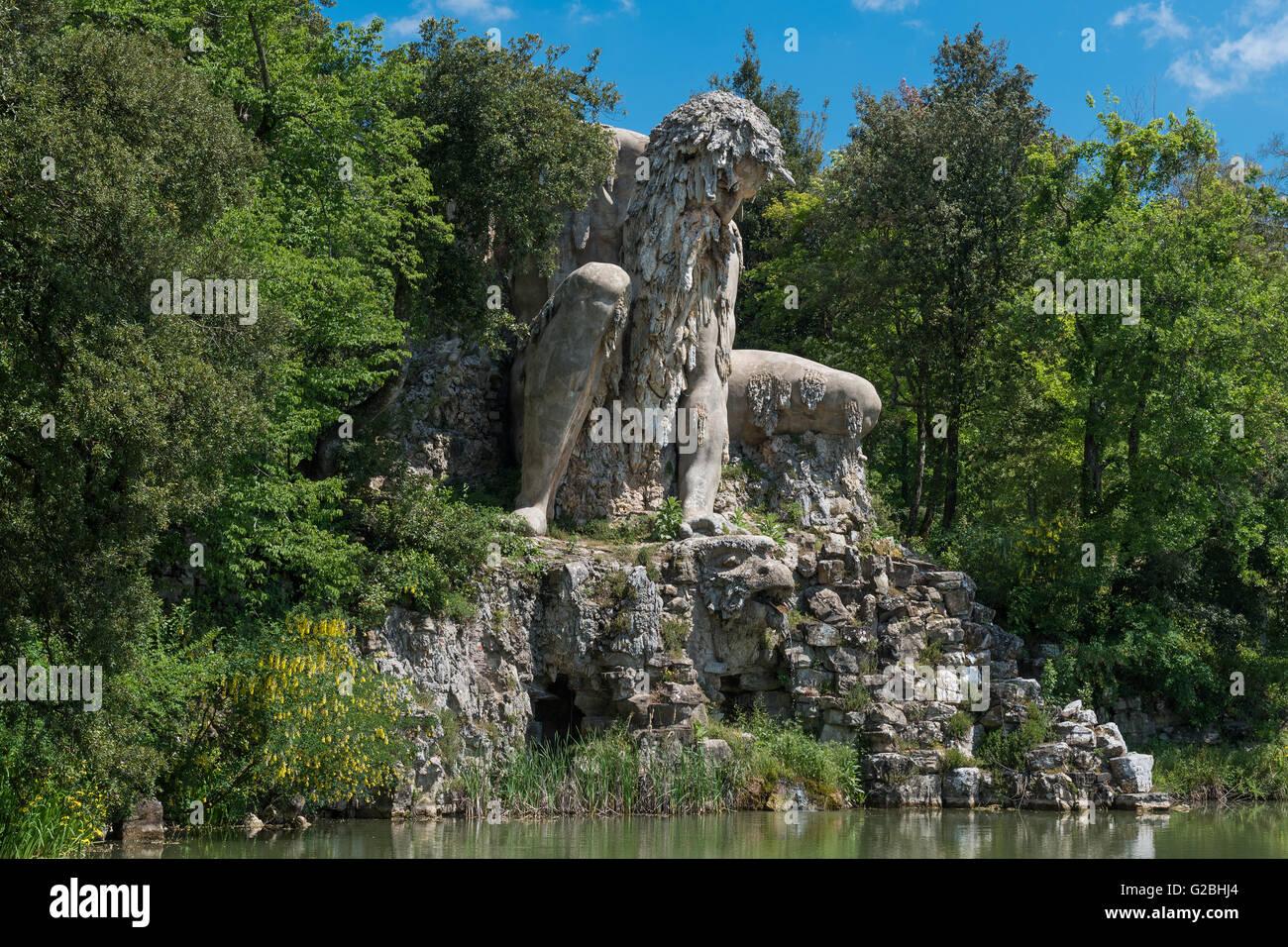 Sculpture de l'Apennin fait de roche, de lave et de brique de Giambologna, également Giovanni da Bologna, Photo Stock