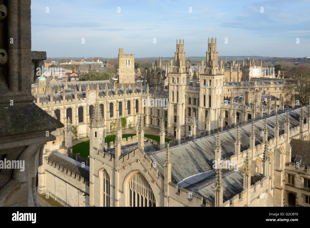 Flèches et toits de All Souls College de l'Université Oxford en Angleterre Photo Stock