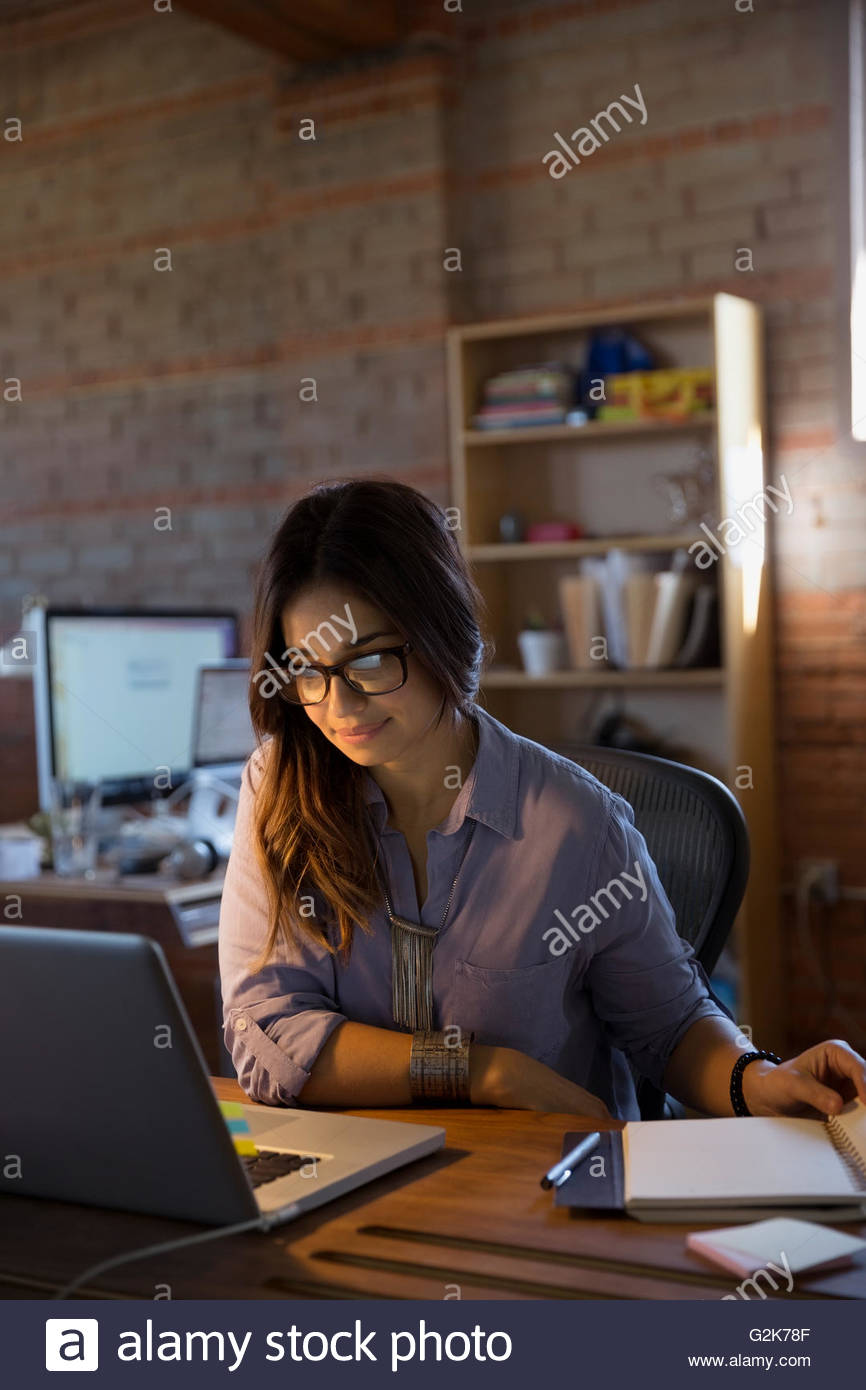 Femme designer working at laptop in office Photo Stock