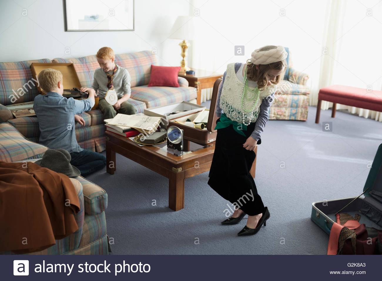 Jeune fille portant des vêtements à l'ancienne Photo Stock
