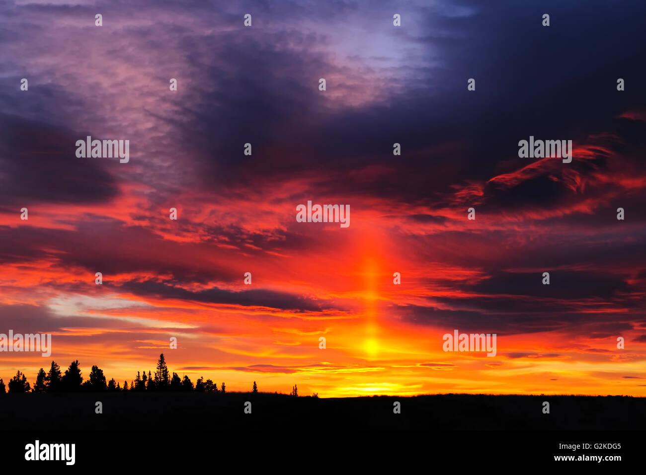 Fiery sky au lever du soleil, parc provincial de Cypress Hills Saskatchewan Canada Photo Stock