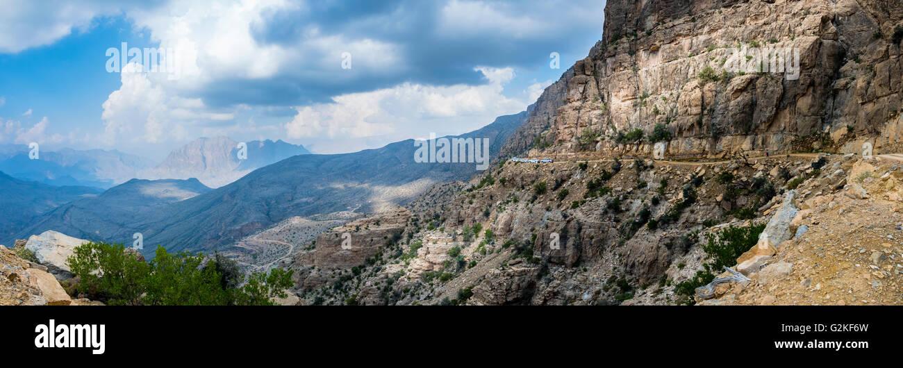 Oman, Bilad Sayt, jeeps sur l'évolution vers Wadi Bani Awf Photo Stock