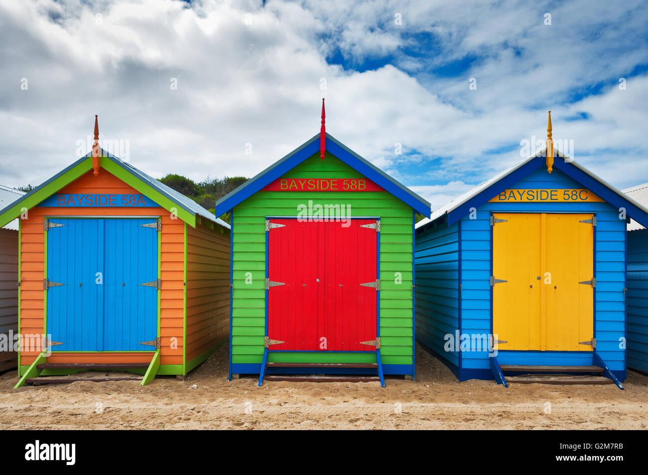 Baignade à boîtes colorées de Brighton Beach de Melbourne. Banque D'Images