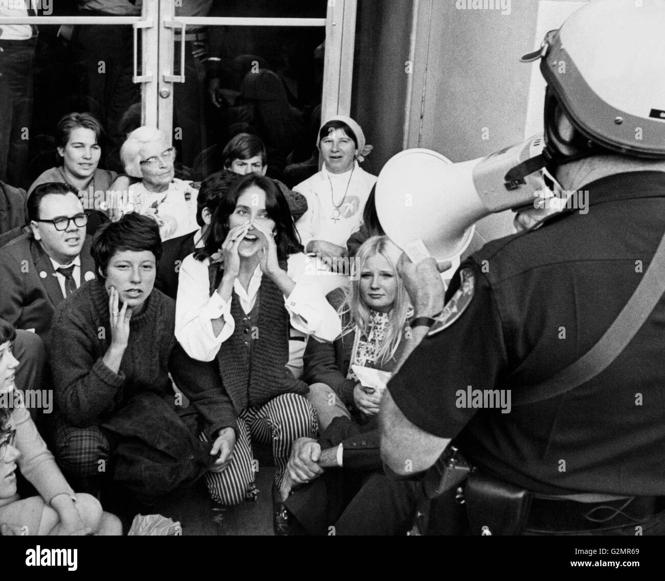 Oakland,singer Joan Baez lors d'une manifestation anti-guerre, 1967 Photo Stock