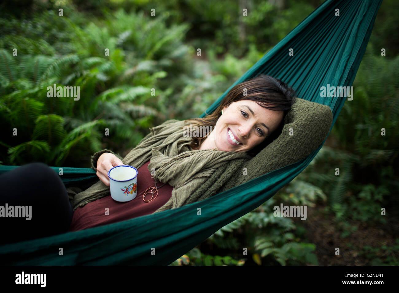 Suspendu dans une forêt tropicale Photo Stock