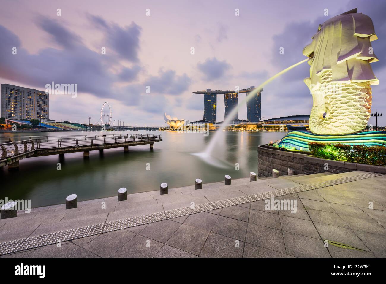 Le Merlion fontaine à Marina Bay à Singapour. Banque D'Images