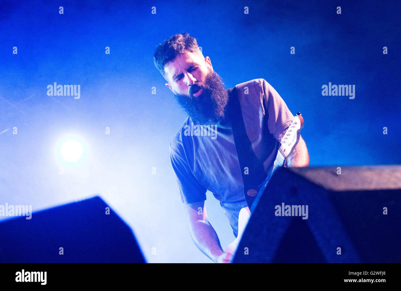 """Langreo, Espagne. 4 juin, 2016. Le groupe de rock espagnol """"esakato' perfoms live pendant leur concert à Eulalai Banque D'Images"""