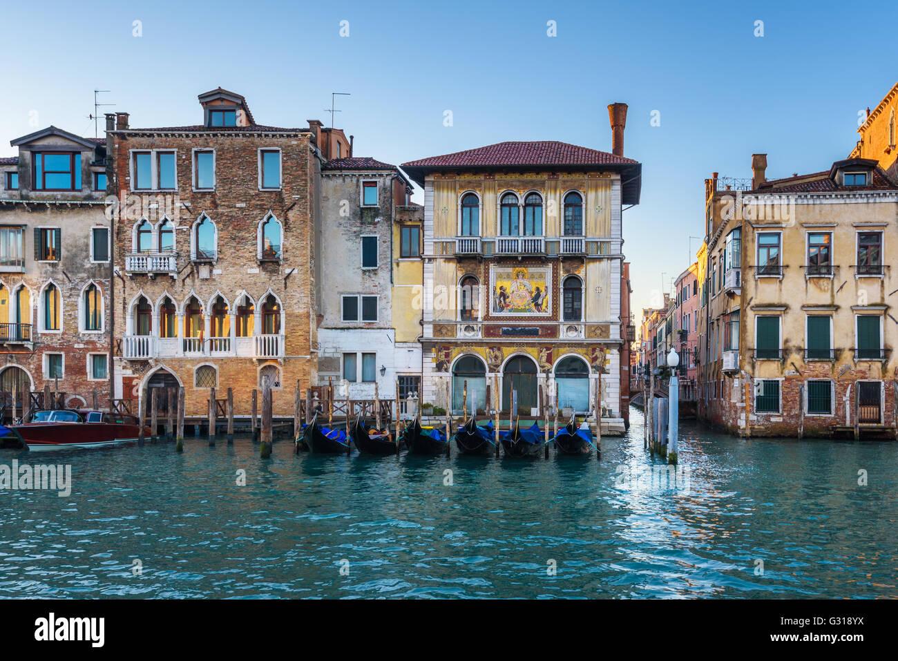 Les canaux d'eau plus grandes attractions touristiques en Italie, Venise. Photo Stock