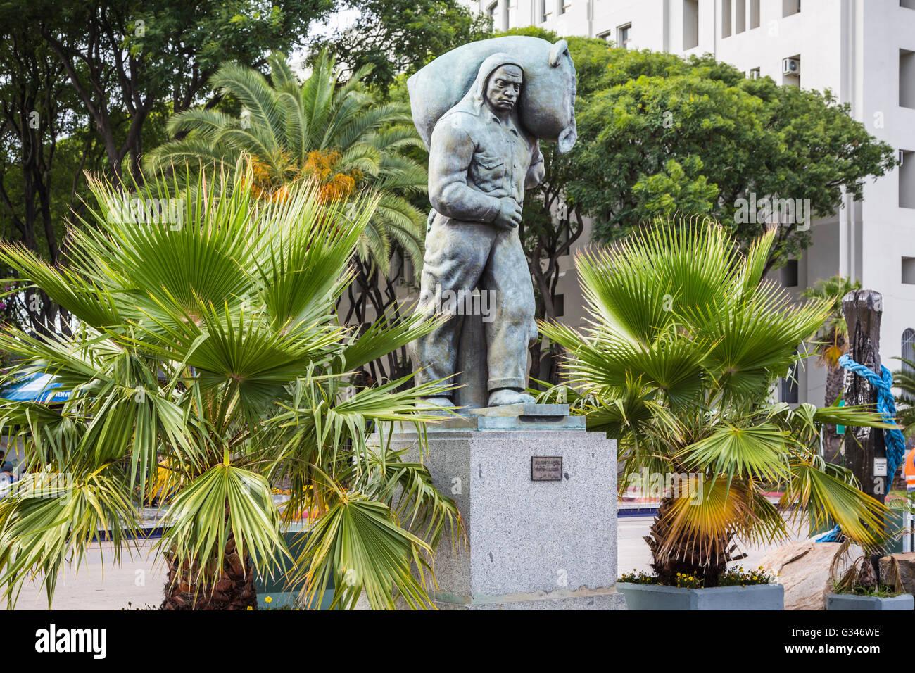 Une statue de travailleurs à Montevideo, Uruguay, Amérique du Sud. Photo Stock
