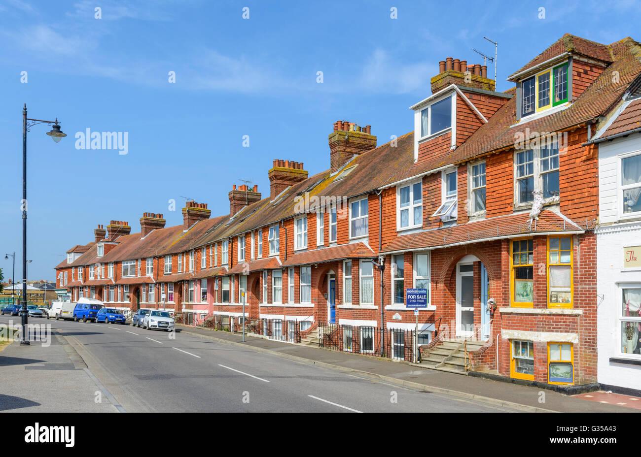 Maisons mitoyennes dans Pier Road, Littlehampton, West Sussex, Angleterre, Royaume-Uni. Photo Stock