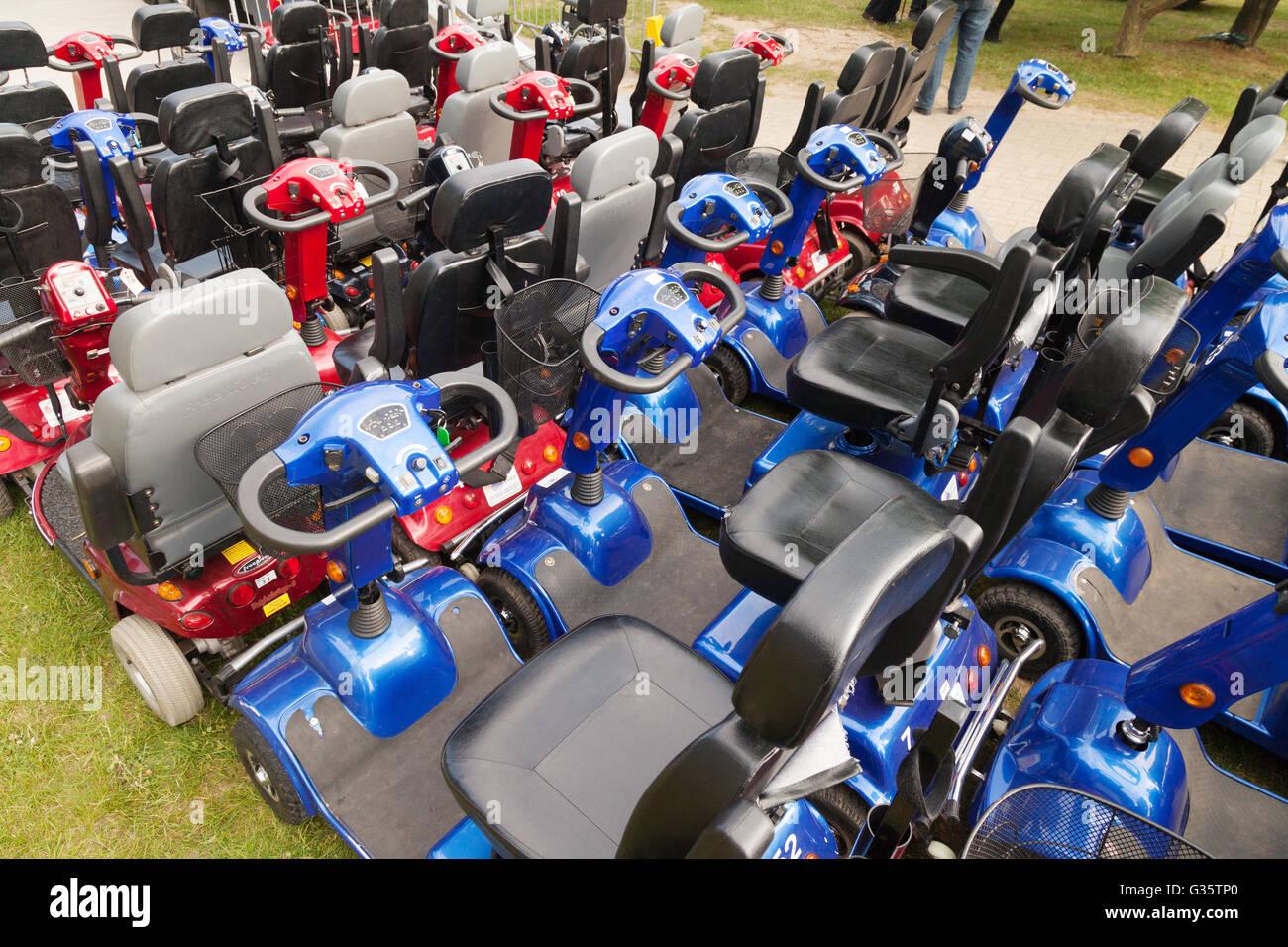 Un groupe de scooters de mobilité pour l'emploi des personnes handicapées, UK Photo Stock