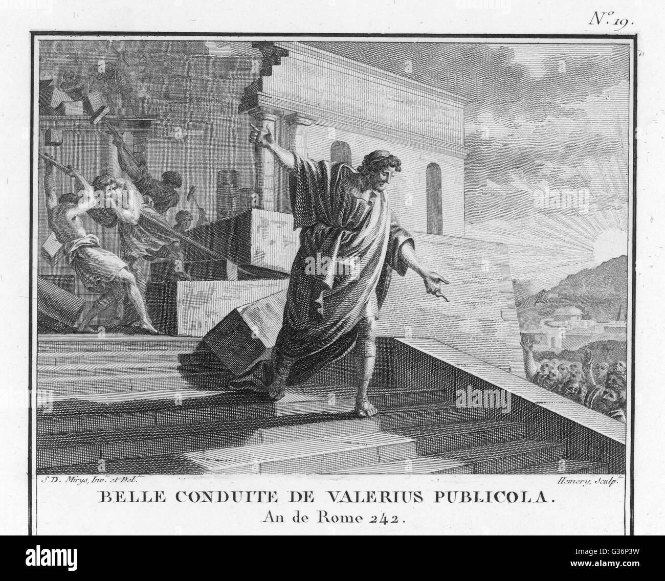 Publius Valerius Publicola, un consul romain, pour dissiper les soupçons de ses ambitions, détruit sa Photo Stock