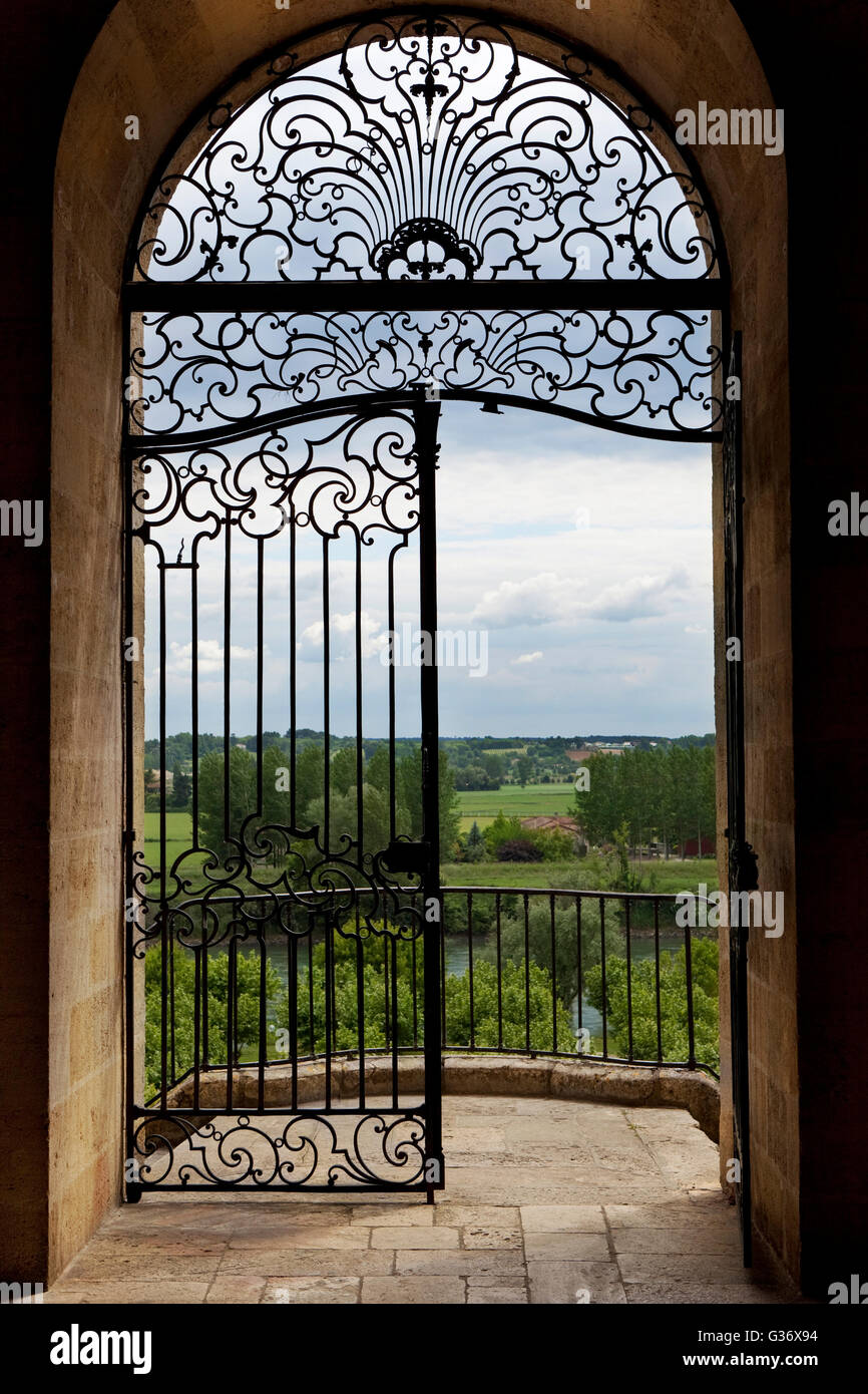 Porte En Fer Forge Et D Un Balcon Donnant Sur La Campagne Dans Le