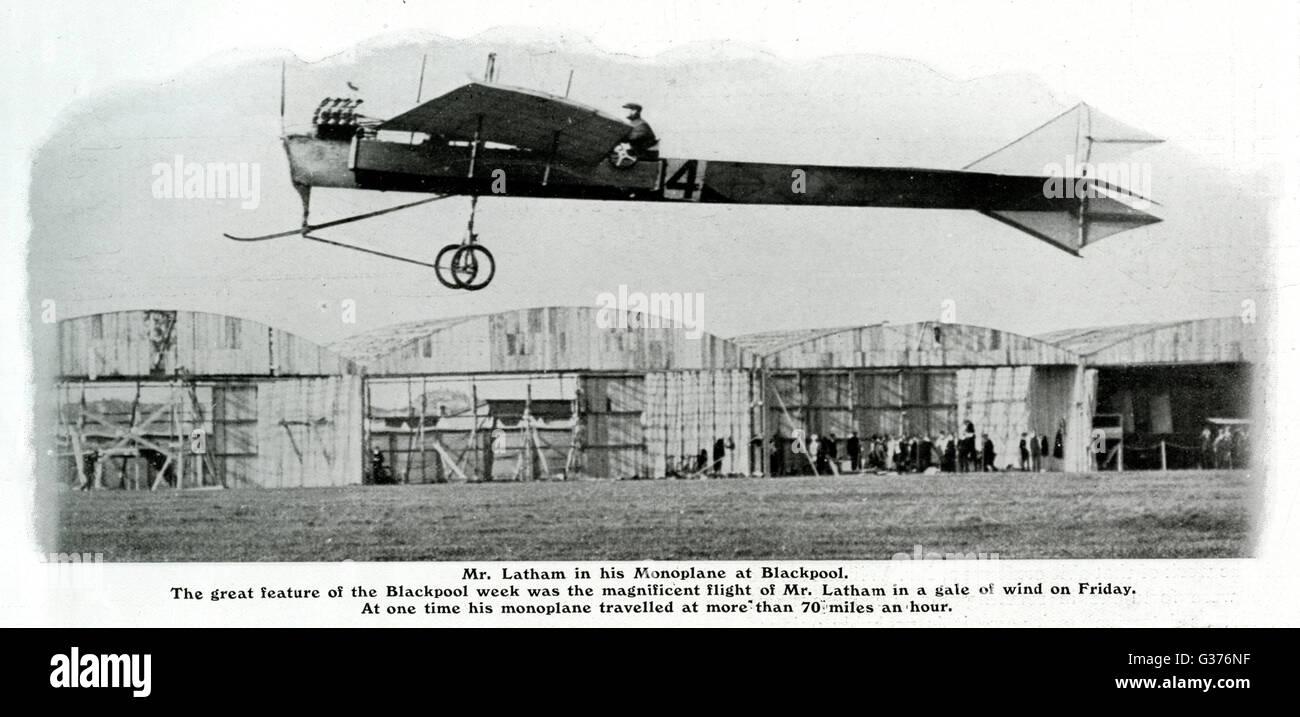 Hubert Latham's 'monoplan Antoinette' à Blackpool, Angleterre. En prenant part à la première réunion de l'aviation officiellement reconnus qui se tiendra en Grande-Bretagne, la semaine de vol Blackpool, qui a eu lieu en octobre 1909. Latham a décollé et couverts 8 milles en 11 m Banque D'Images
