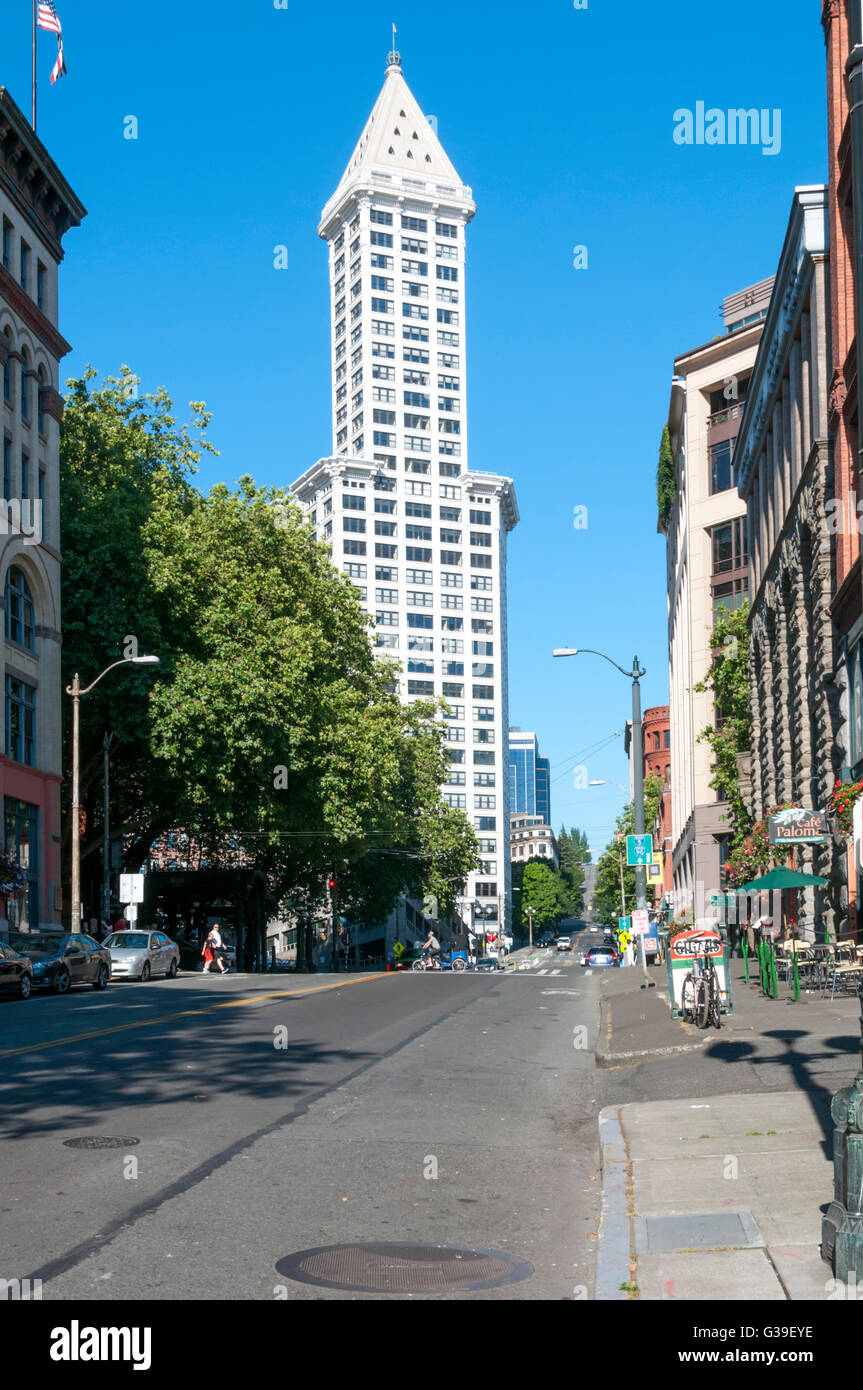 La Smith Tower à Pioneer Square vu de Yesler Way, Seattle - l'original Skid Row. Photo Stock