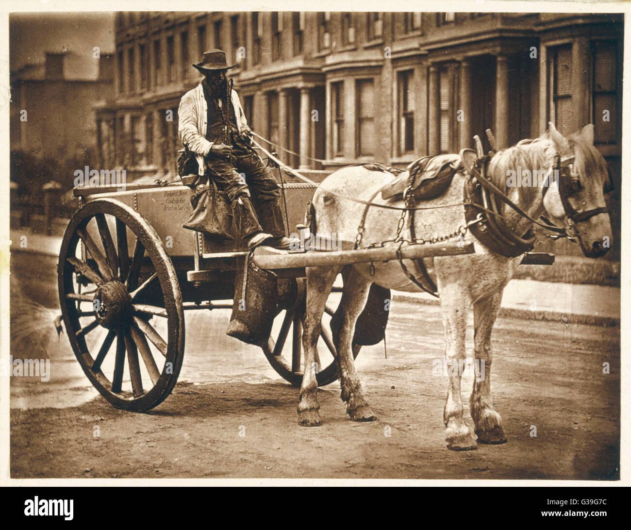 Un vendeur d'eau de Londres dans son panier. Date: 1877 Photo Stock