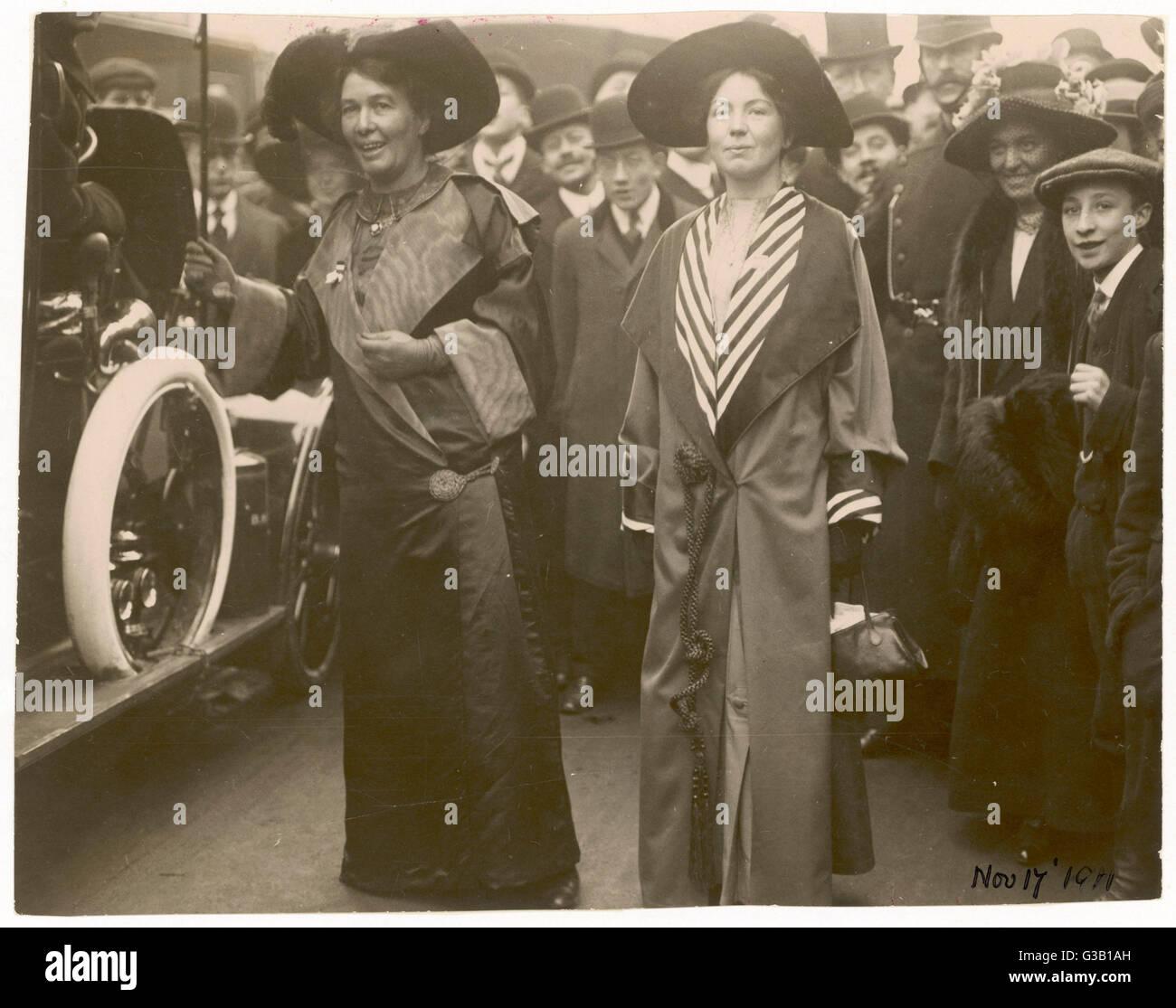 Sylvain Pankhurst &AMP; Emmeline Pethick-Lawrence sur une députation à Asquith &AMP; Lloyd George. Date: 17 Novembre 1911 Banque D'Images
