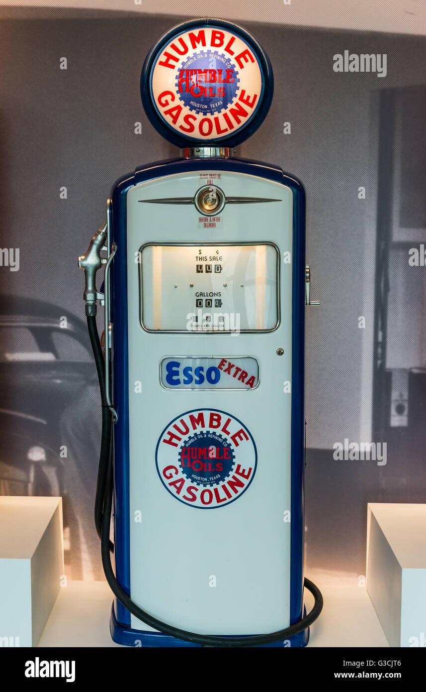 La pompe de l'essence en Humble Vintage afficher. Photo Stock