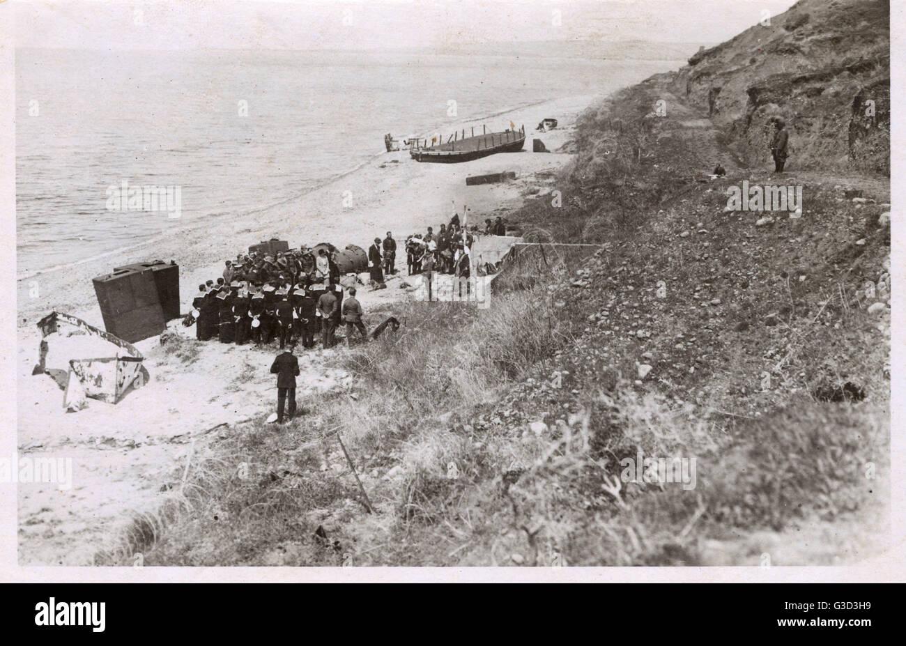Les marins du HMS Marlborough assistant à un service qui se tiendra à Gallipoli - W - à l'égard Photo Stock