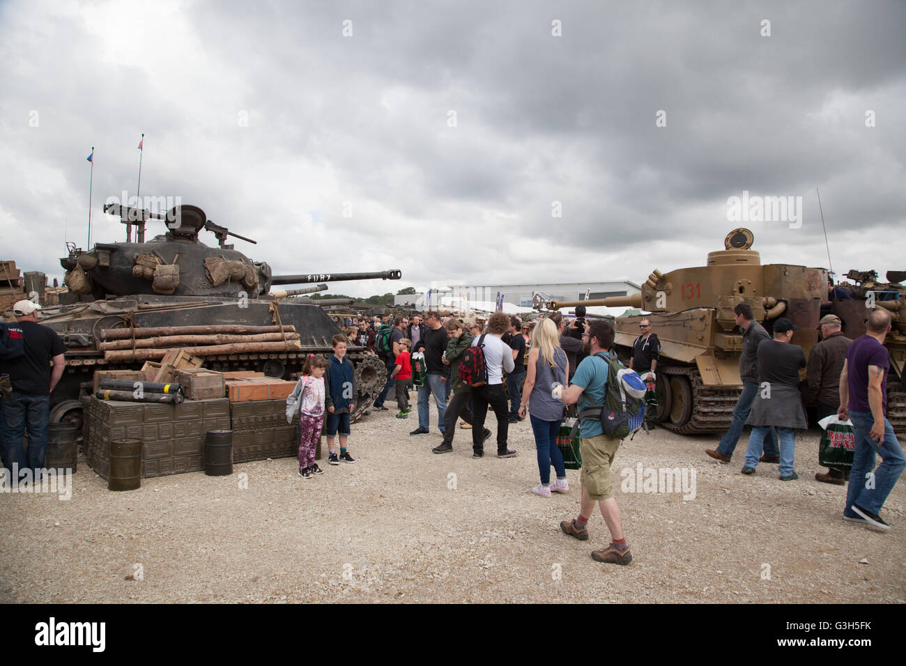Bovington, Dorset, UK. 25 juin 2016. Tankfest show militaire. American Sherman M4A2E8 (FURY) et l'Allemand Tiger Photo Stock