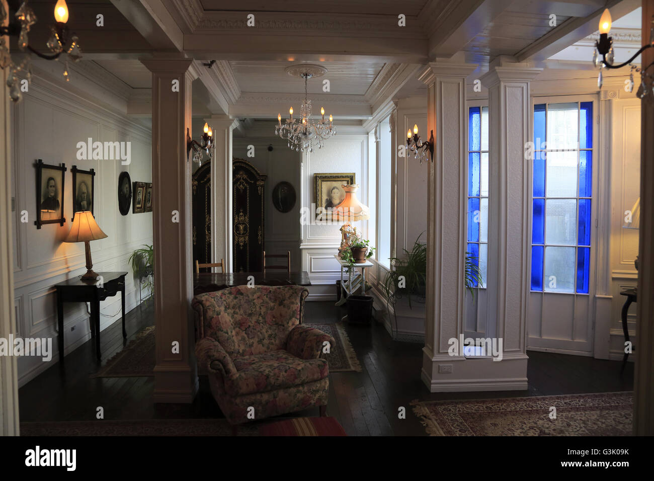 Vue de l\'intérieur de l\'historique La Maison Pierre du ...