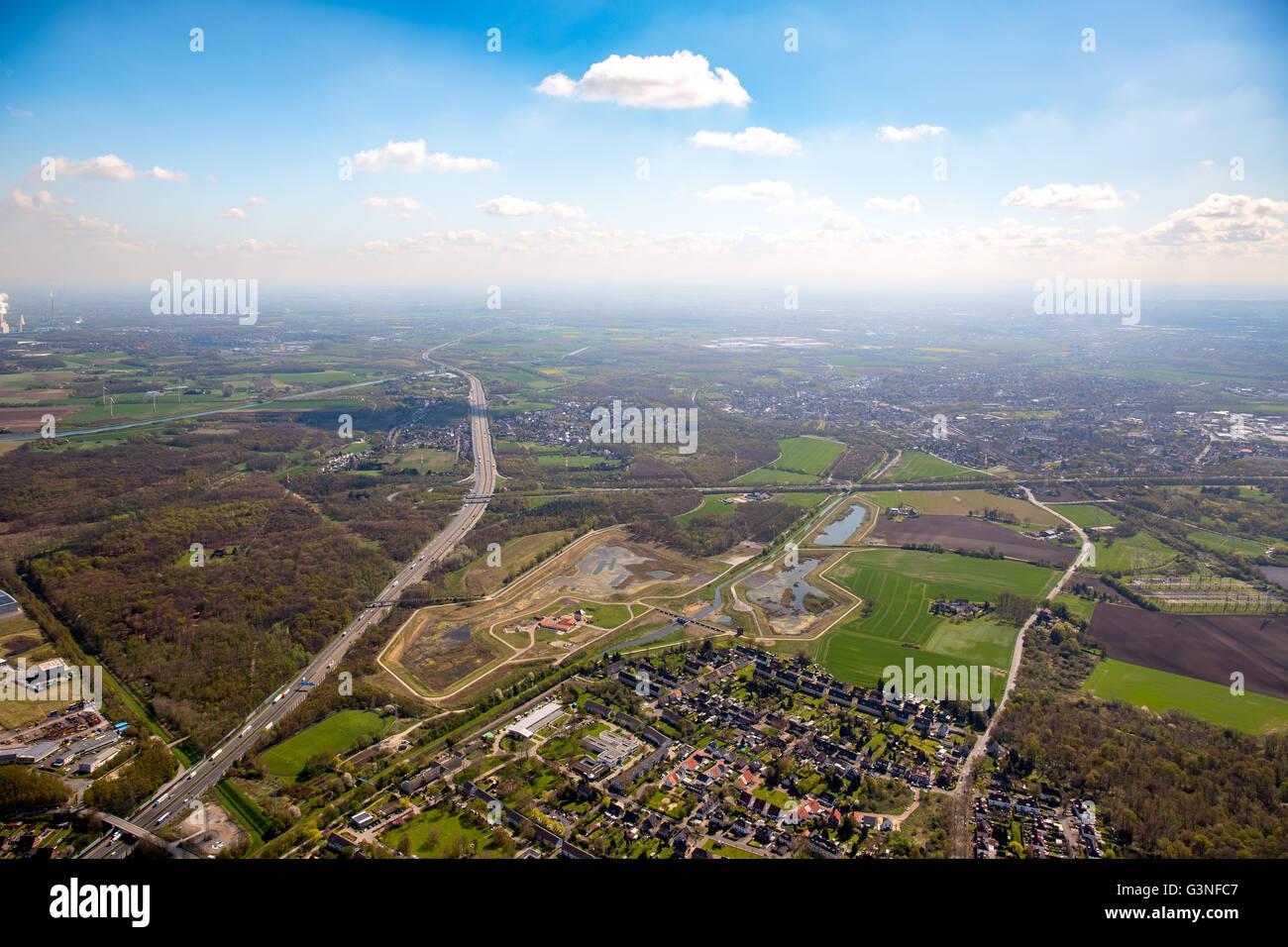 Vue aérienne, bassins de rétention des eaux de pluie l'Emscher dans quartier Mengede, gestion de l'eau, Photo Stock