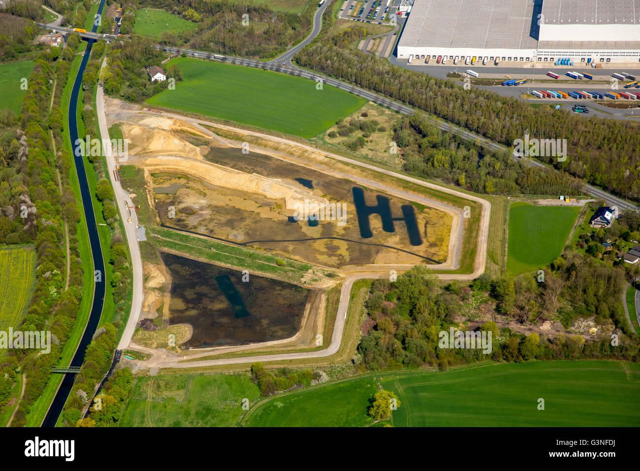 Vue aérienne, bassins de rétention des eaux de pluie au sud du centre de logistique IKEA Ellinghausen Photo Stock