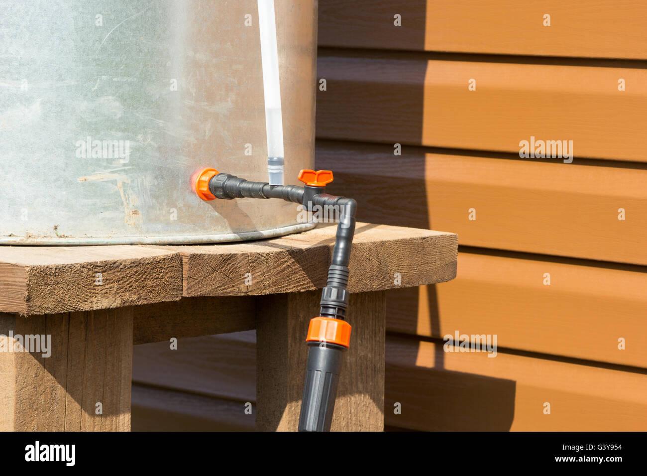 De barillet chromé avec les flexibles d'eau de pluie pour l'irrigation Photo Stock