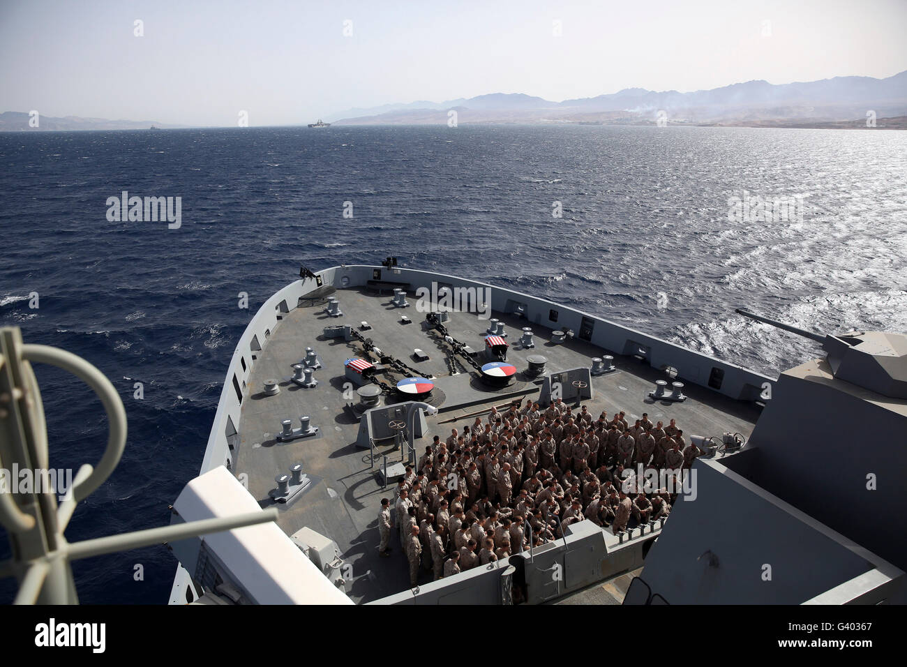 Sur le gaillard d'assembler des marines à bord de l'USS San Antonio. Photo Stock
