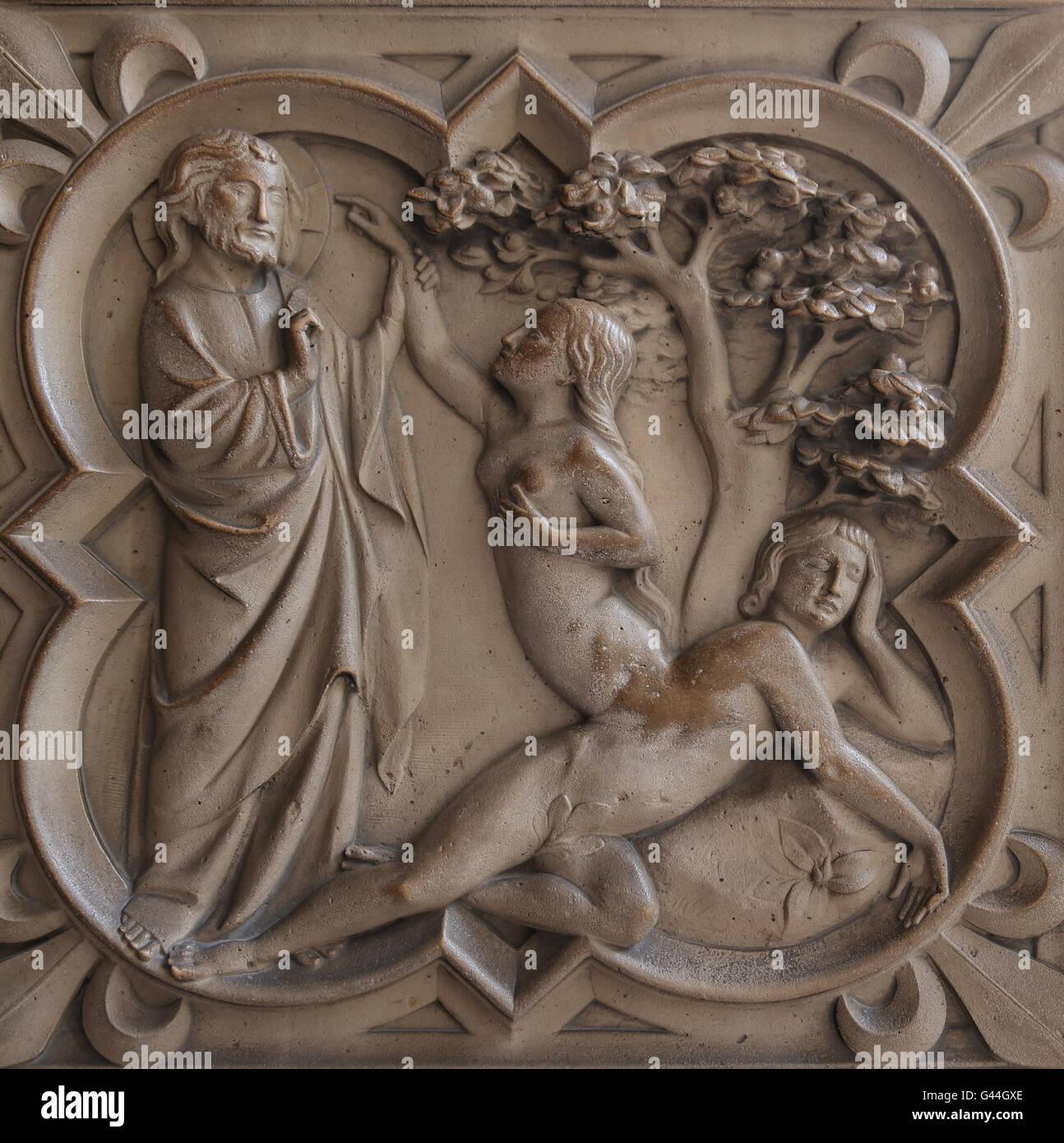 Création d'Ève. Le soulagement. La genèse. 13e c. La Sainte-Chapelle, Paris, France. Photo Stock