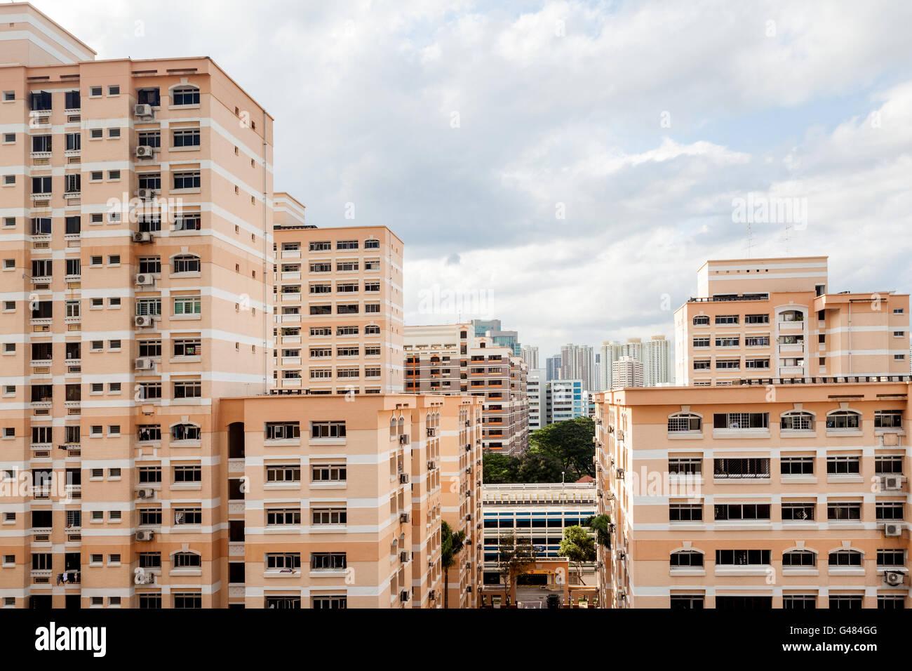 Singapour une cité résidentielle avec vacances blocs contre un ciel nuageux. Banque D'Images