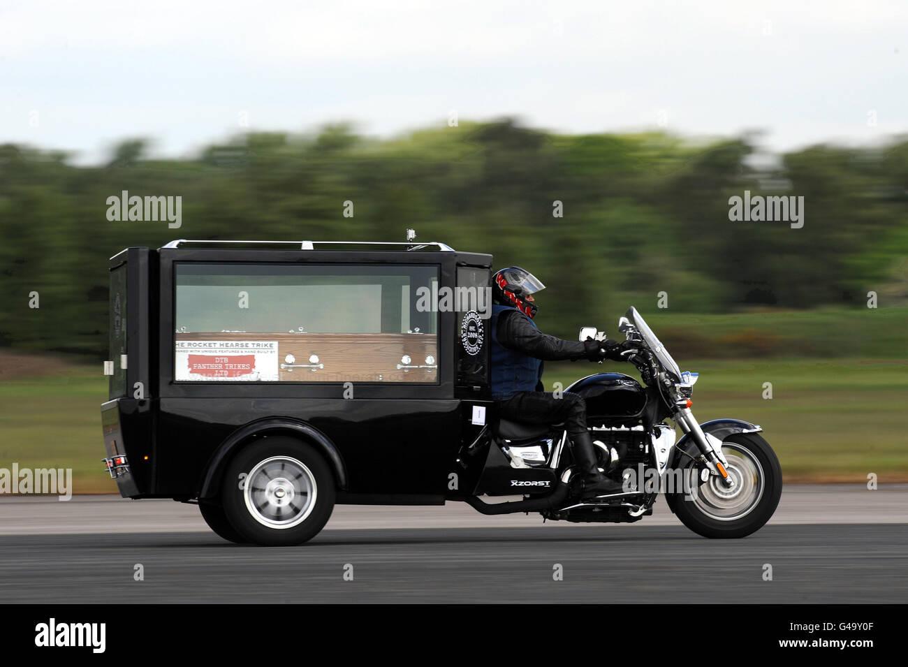 corbillard de moto le plus rapide au monde banque d 39 images photo stock 105939583 alamy. Black Bedroom Furniture Sets. Home Design Ideas
