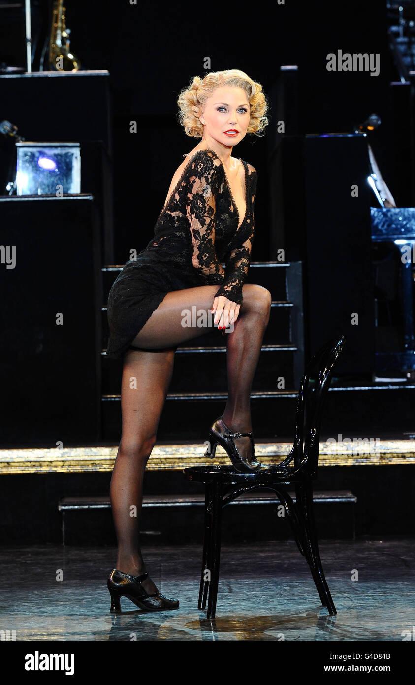 Christie Brinkley lors d'une séance photo alors qu'elle prend le rôle de Roxie Hart à Chicago, au Cambridge Theatre à Londres. Banque D'Images