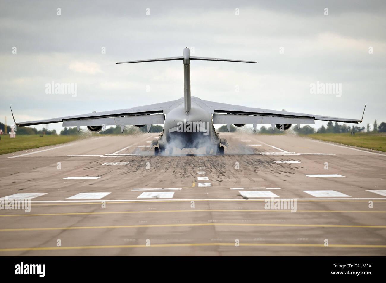 Un avion C-17 de la RAF atterrit à la RAF Brize Norton pour le premier rapatriement à la base depuis plus de 4 ans. Banque D'Images