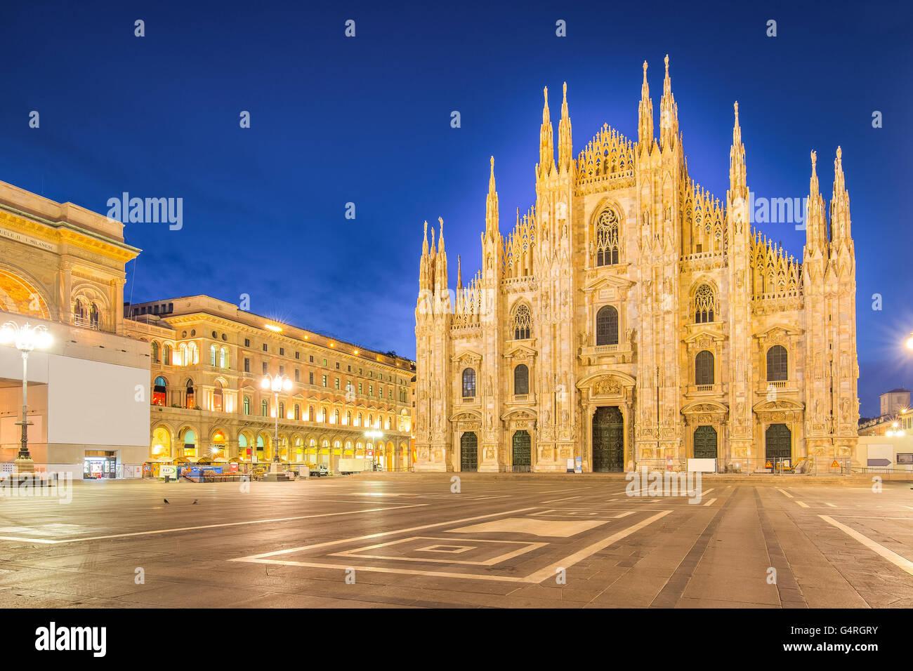 Nuit au Duomo de la cathédrale de Milan en Italie. Photo Stock