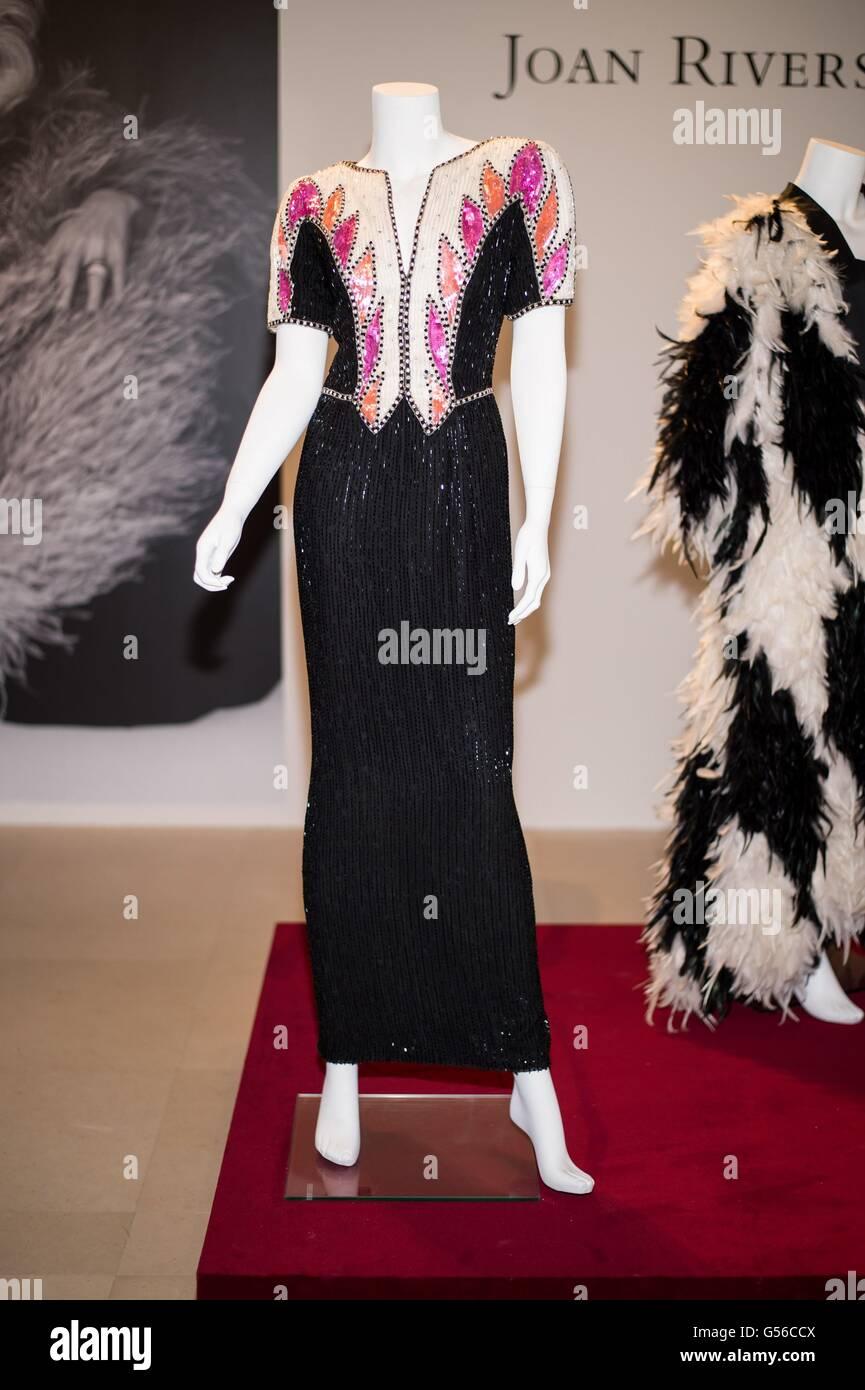 New York, NY, USA. 19 Juin, 2016. Un noir, crème et rose robe de soirée robe à encolure en V et manches Photo Stock