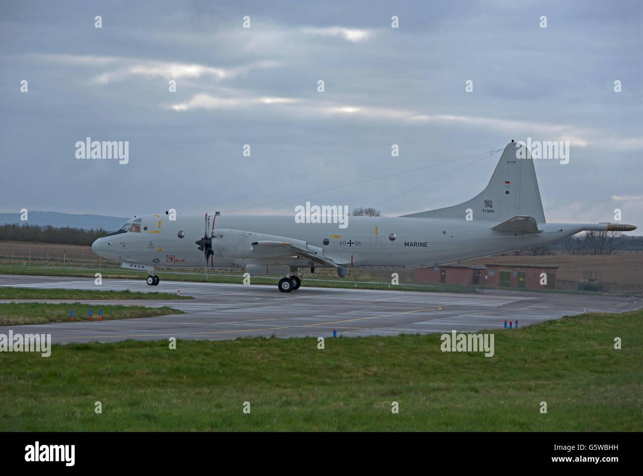 Lockheed P-3C Orion par MFG-3 Nordholz (60 + Enregistrement série 06 10 541 SCO). Banque D'Images
