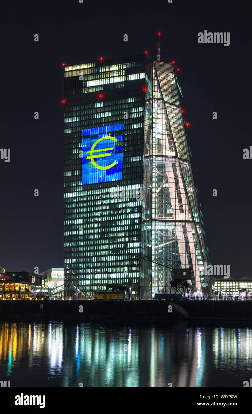 Banque centrale européenne, BCE, installation lumineuse, symbole de l'euro la nuit, Luminale 2016, Kennedyallee, Photo Stock
