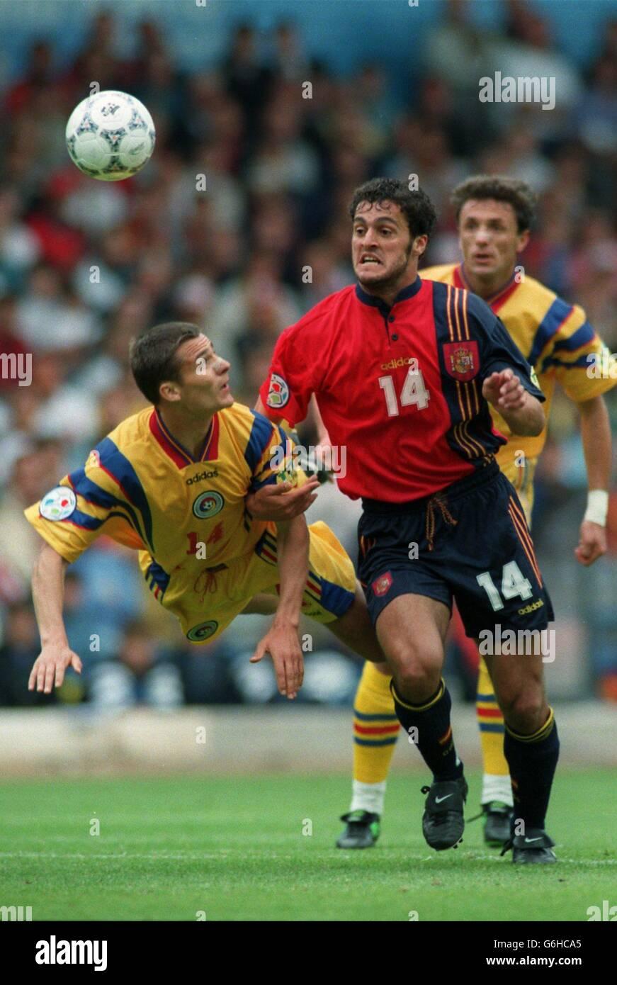 Football - Euro 96 - Roumanie / Espagne Banque D'Images