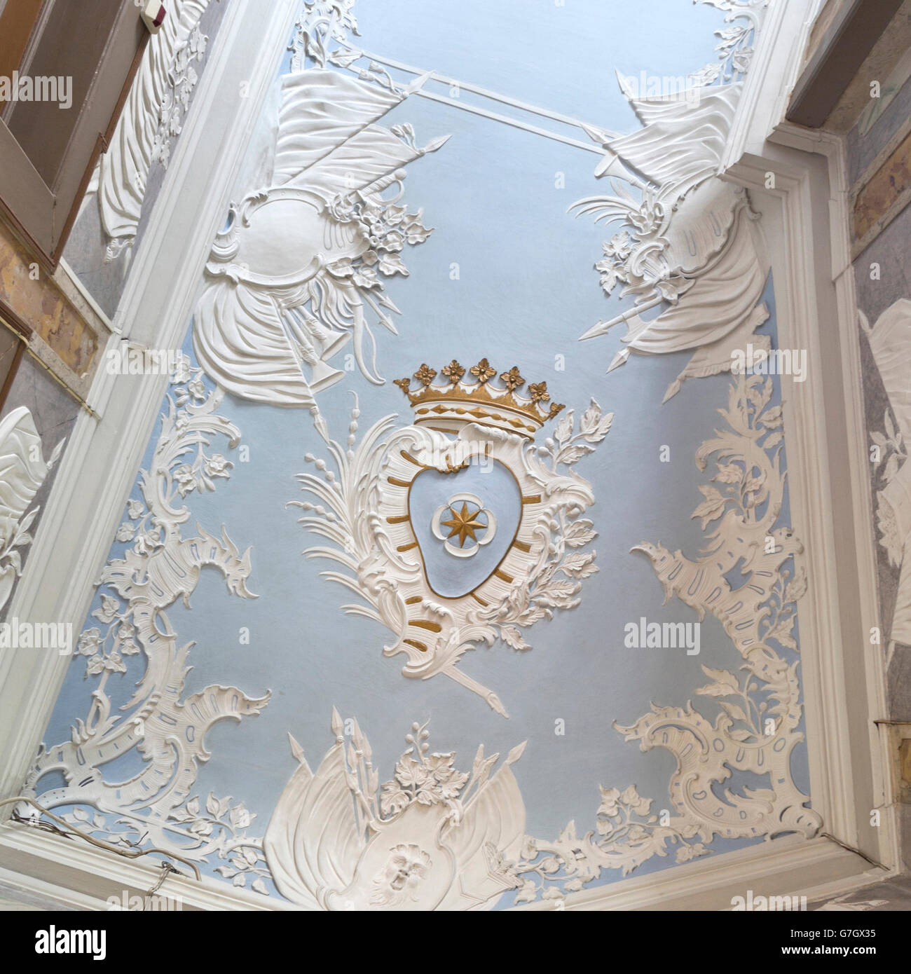 d tail d 39 un magnifique plafond en stuc de style rococo de la salle concordia dans il palais de. Black Bedroom Furniture Sets. Home Design Ideas