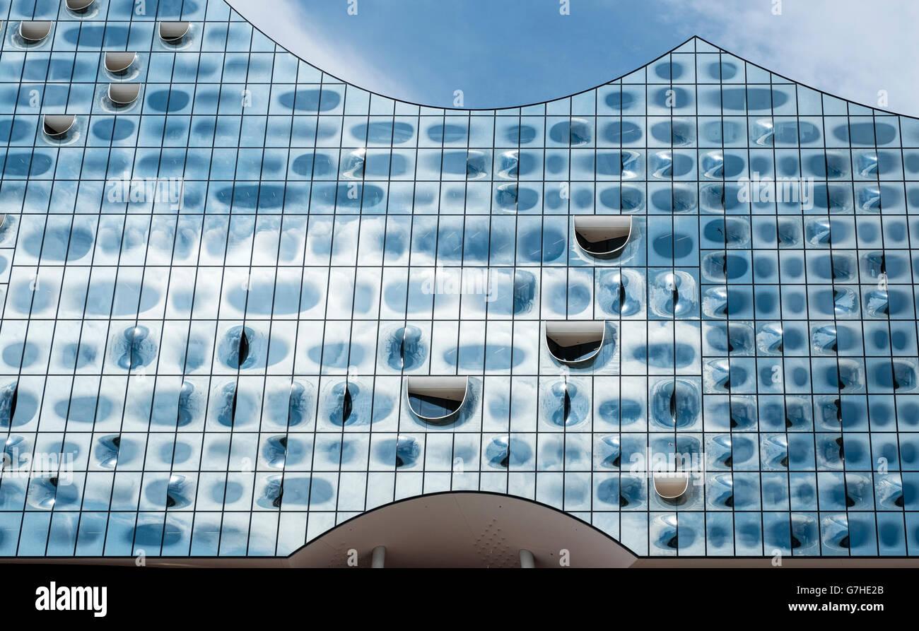 Résumé de la nouvelle façade en verre de la salle de concert Elbphilharmonie en voie d'achèvement Photo Stock