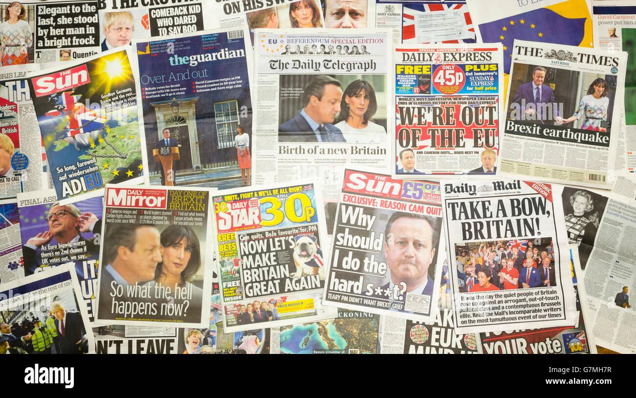 Journal britannique première pages signalé le premier ministre David Cameron démissionne après Photo Stock