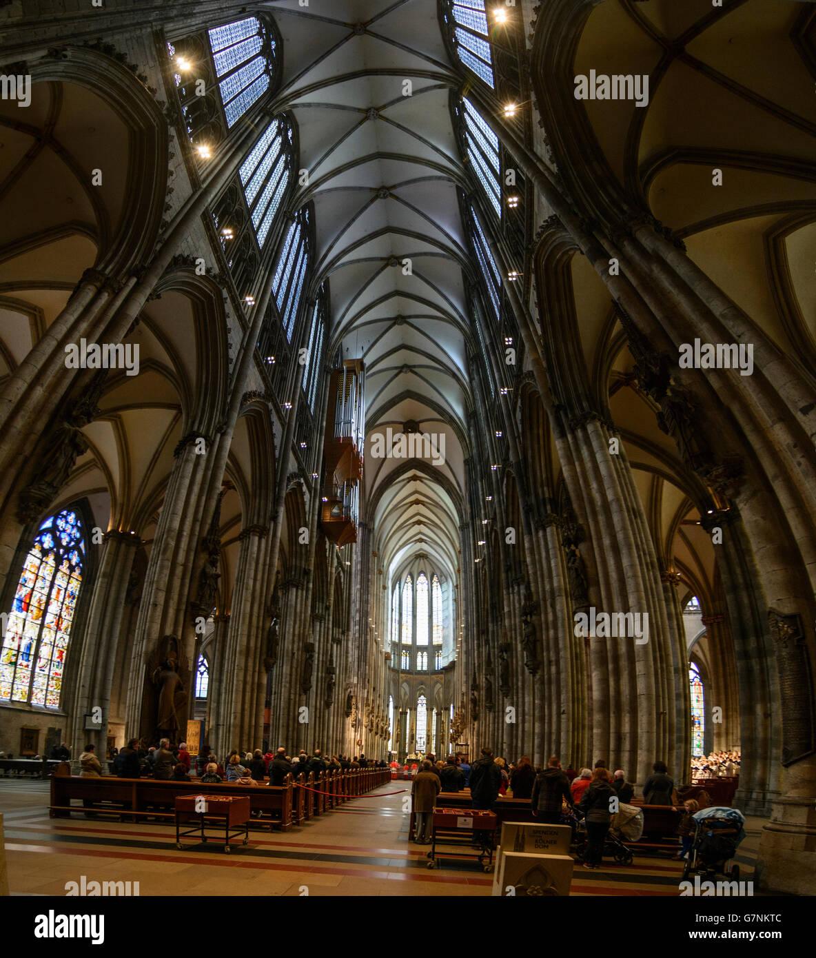 Lors de l'entretien, la cathédrale de Cologne, Cologne, Allemagne, Nordrhein-Westfalen, Rhénanie du Nord-Westphalie, Banque D'Images
