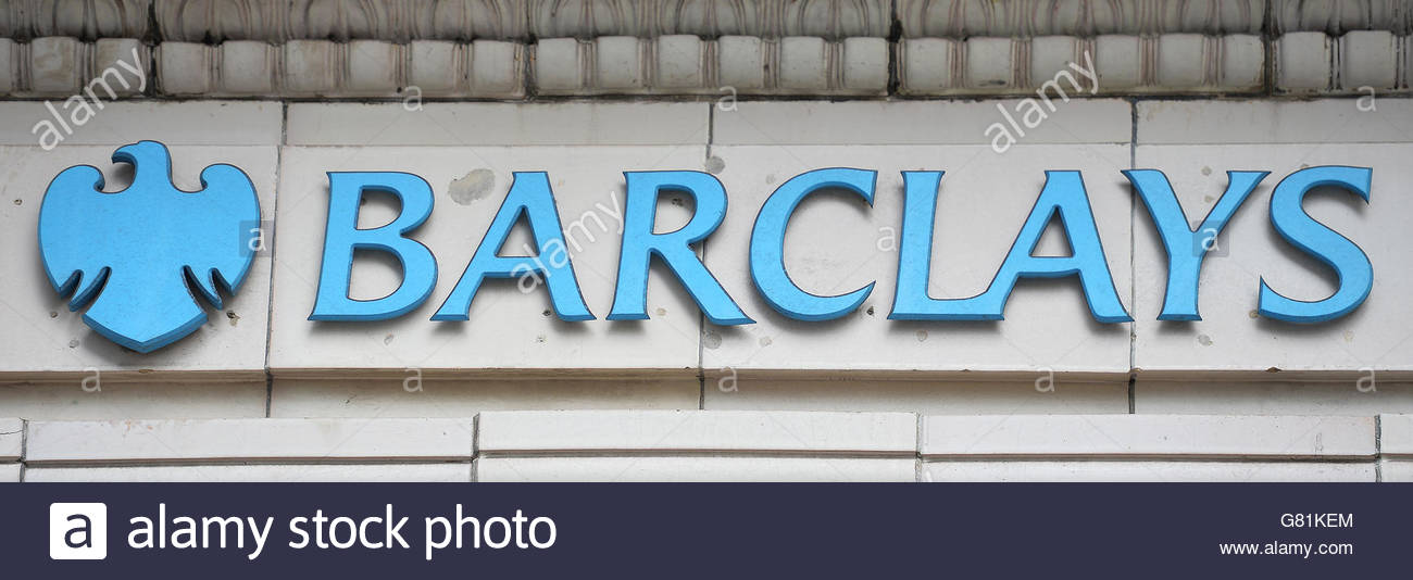 Photo de fichier en date du 27/04/16 d'un signe pour une succursale de la Barclays Bank à Londres, dont Photo Stock