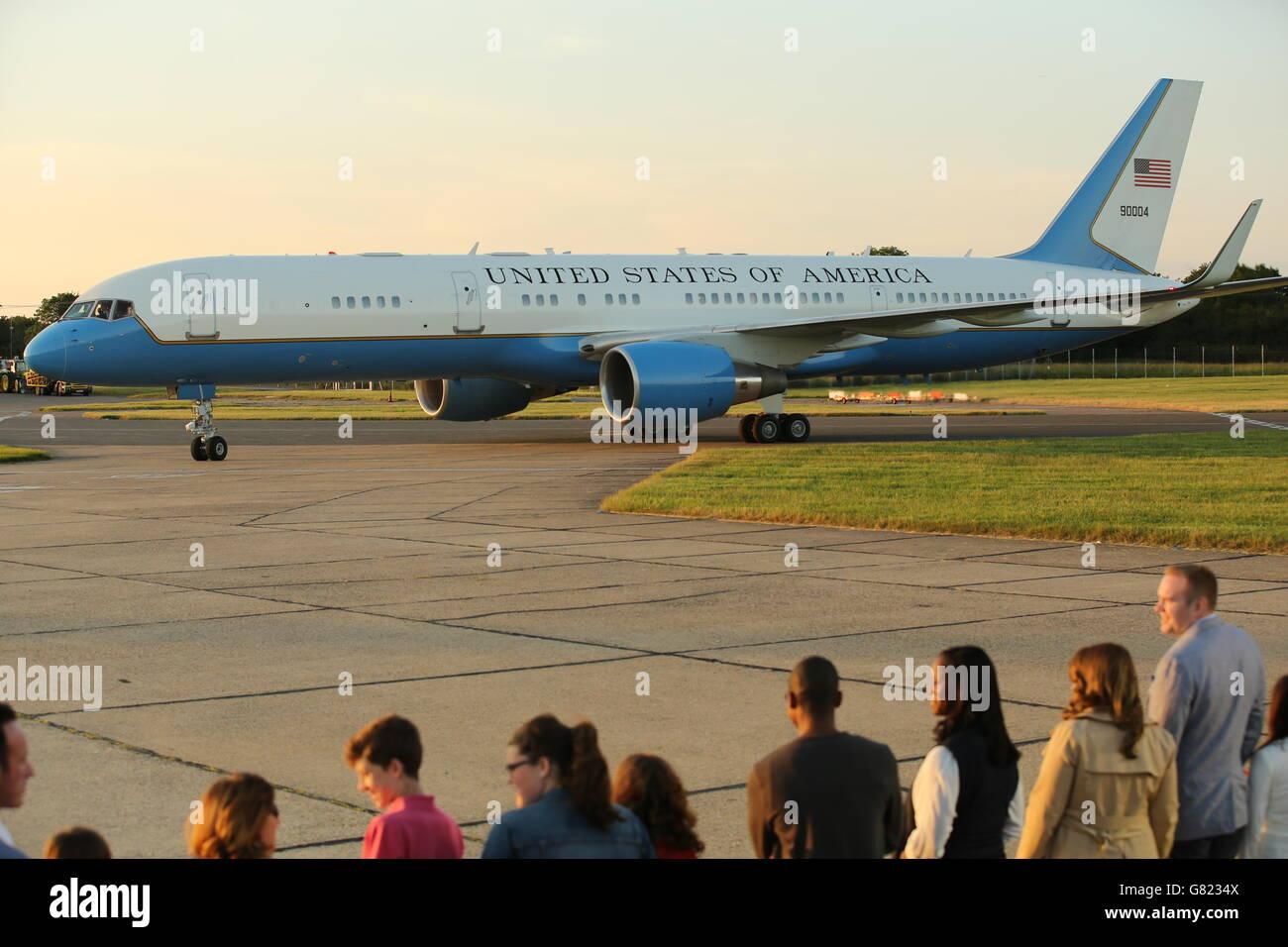 L'avion transportant la première dame des États-Unis Michelle Obama, ses filles Malia et Sasha et sa mère Mme Marian Robinson, taxis en position à l'aéroport de Stansted, Essex, Alors que la première dame des États-Unis arrive pour une visite au Royaume-Uni pour promouvoir ses campagnes pour l'éducation des filles et un meilleur soutien aux familles militaires. Banque D'Images