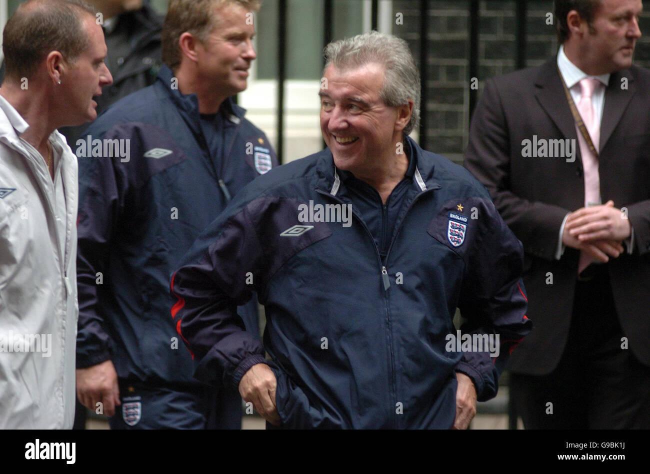Terry Venables et Paul Gascoigne et d'autres membres de l'équipe de football de l'Angleterre ne Photo Stock