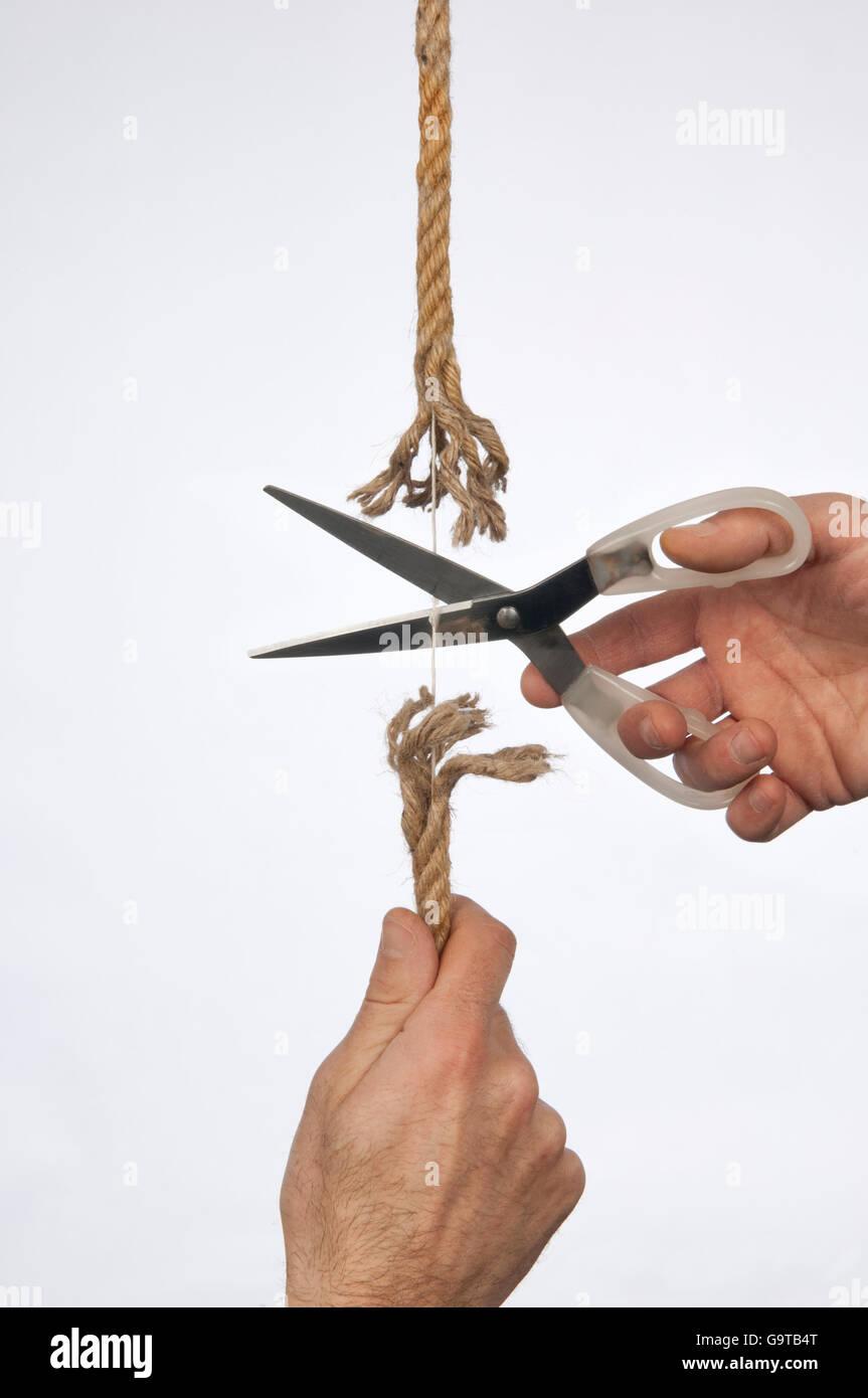 Côté est titulaire d'une corde, ciseaux coupe la même chaîne Photo Stock