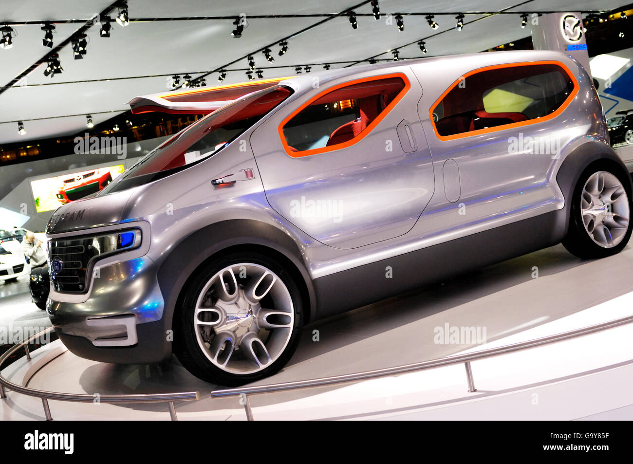 Ford Airstream concept car crossover futuriste, powered by HySeries Drive plug-in hybride hydrogène les piles Photo Stock