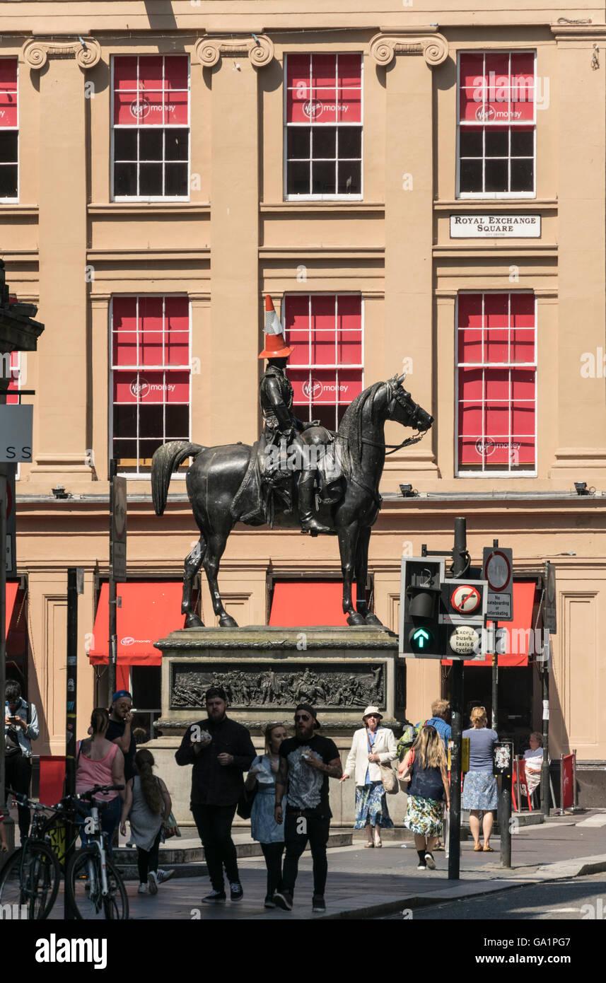 Statue du duc de Wellington avec circulation cône sur la tête, Royal Exchange Square, Glasgow, Écosse, Royaume-Uni, Banque D'Images